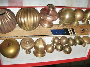 lot de 18 boules anciennes laiton   poignees de tiroirs ou autres?