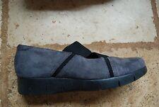 Dark Gray Suede & Black Elastic Strap CLARKS Artisan Low Wedge Shoes 9 M