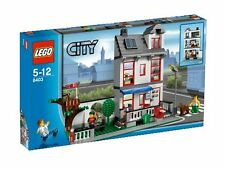 LEGO City House 8403 - New with Minor Box Damage