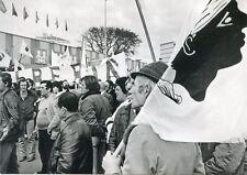 GDANSK POLOGNE 1980 UNE MARCHANDE DE CHAPEAUX CARTE POSTALE PHOTO NADAL