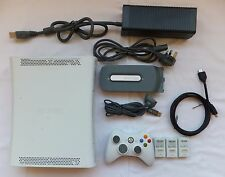 WHITE XBOX 360 60GB CONSOLE PACKAGE + 1 PAD HDMI LEAD & 1 GAME MINECRAFT ON HDD