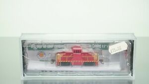 Bachmann GE 44 Ton Diesel Switcher Unlettered, Red/Yellow DCC N scale