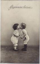 CPA - Le premier baiser.