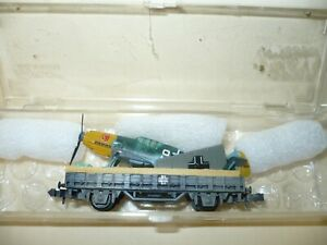 WW2 Luftwaffe - N scale - camouflaged gondola car w/ ME 109 fighter - has a case