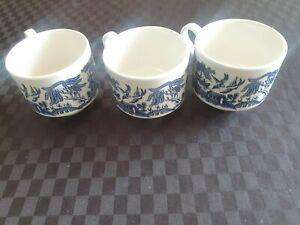 Blue Willow mugs, x3