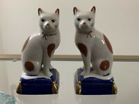 VINTAGE PAIR FITZ & FLOYD STAFFORDSHIRE STYLE PORCELAIN CAT ON PILLOW BOOKENDS