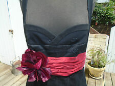 KAREN MILLEN BLACK LACE 50'S STYLE / WIGGLE DRESS - RED SASH & CORSAGE - SIZE 12