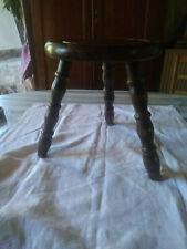 Ancien tabouret en bois vintage tripode
