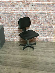 1:18 SCALE 3D PRINTED OFFICE SWIVEL CHAIRS x 2 FOR GARAGE DIORAMA.Contains:2