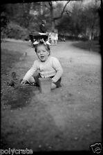 Petite fille allée parc Paris - Ancien négatif photo an. 1940