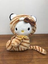 🐯 Hello Kitty Plüschfigur Stofftier Tigerfell Kapuze Sitzend 16cm Anzug Sanrio