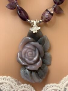 HAND CARVED STONE FLOWER NECKLACE ER SET WITH FLOURITE AND AMETHYST BEADS.