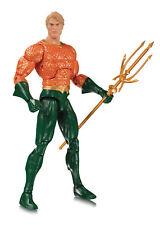 Dc Collectibles -Essentials Línea- Aquaman Figura de Acción
