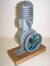 altes DDR Schnittmodell für einen 2 Takt Motor