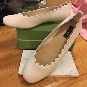 DKNY Sz 7 IVORY Tone LEATHER  BALLET FLATS Shoes SCALLOPED EDGE Accents NICE!