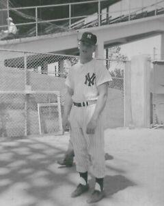 1953 Mickey Mantle  NEW YORK YANKEES  UNSIGNED  8 x 10  KODAK SNAPSHOT PHOTO #96
