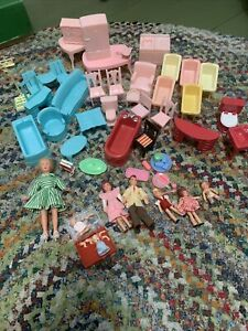 VTG 1950 Superior,Renwal ,Plasco Plastic Dollhouse Furniture Babies ,Family