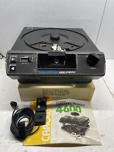 Kodak Carousel Projector 4600 W/ Manual x3 Trays & Clicker Tested