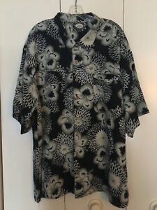 Tommy Bahama NWOT 2XL Black and creme wooden buttons trendy beach wear new cool