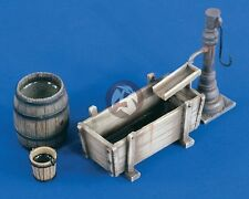 Verlinden 1/35 Wooden Trough with Manual Water Pump, Barrel & Bucket [Farm] 2231