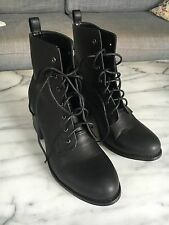 LONDON UNDERGROUND Womens Black Boots 39 8.5 Brand New