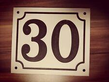 Haus Nummer 30 Schild
