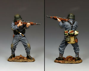KING & COUNTRY WW2 GERMAN ARMY WH080 PANZER GRENADIER STANDING FIRING RIFLE MIB