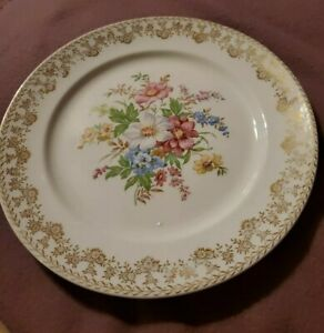 Stetson China Dinnerware Plate 22 Kt Gold. Floral With Gold Daisy Trim