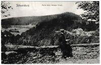 """Ansichtskarte Schwarzburg - Partie beim """"Weissen Hirsch"""" mit Wanderer - s/w"""