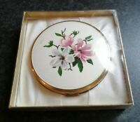 VINTAGE BOOTS FLORAL GOLD TONE COSMETIC COMPACT FOR CREAM POWDER WITH BOX
