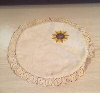 """GORGEOUS VINTAGE SUNFLOWER LINEN TABLE TOP DOILY w/ CROCHETED BORDER 8.5"""" Round"""