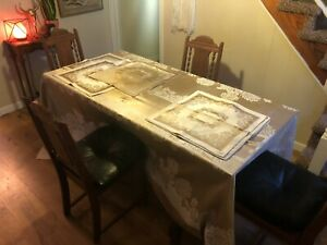 """GORGEOUS VAST TABLECLOTH AND (8) MATCHING NAPKINS IVORY GOLD FLORAL FABRIC 114"""""""