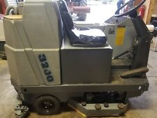 Advance 3200 Riding Automatic Floor Scrubber battery operated
