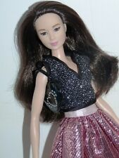 STUNNING BARBIE FASHIONISTAS ASIAN DOLL in BEAUTIFUL OUTFIT + BAG