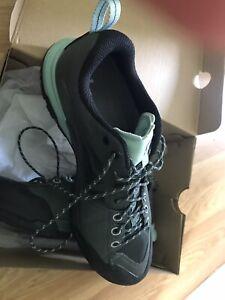 Womens Salomon Ortholite Walking Hiking Trekking Boots Shoes Size 5.5