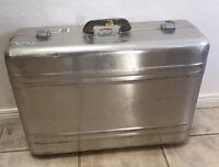 Vintage Zero Halliburton Large Suitcase 25 x 18 x 8 AS IS Free Shipping