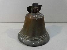 anciennne cloche en bronze   .........(A5)