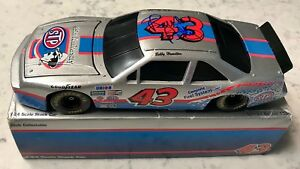 Richard Petty 25th Anniversary STP Racing Red/Blue Signed 1/24 Diecast Car (A)