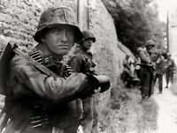 WWII Photo German Troops in Action MG Ammo  WW2 World War Two Wehrmacht  /2097