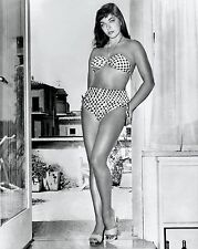 ACTRESS JOAN COLLINS IN A SWIM SUIT - 8X10 EARLY PUBLICITY PHOTO (AA-136)