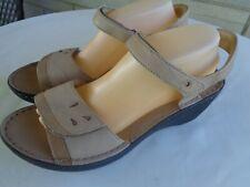 Clarks women's  Artisan Unstructured beige leather wedge sandals 10 M