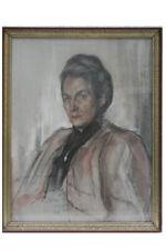 Bildnis einer Frau Farbkreide signiert und (19)45 datiert