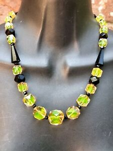 Strong uranium art deco green pink crystal French jet bead necklace vintage