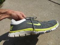 **** NIKE Flex Supreme Sneakers Shoes 9 Running Mens 525730-004 2012