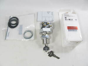 Allen Bradley, Selector Switch, 800T-H31A, with Accessories, New in Box, NIB