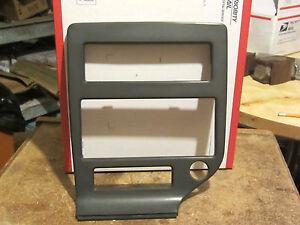 GM 22536676   85 89 pontiac grand am dash radio heater panel bezel