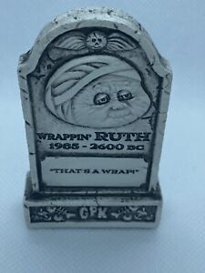 2019 Garbage Pail Kids Revenge The HORROR-IBLE TOMBSTONE - Wrappin' RUTH w/box