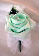 Flores, pétalos y guirnaldas de color principal verde para bodas