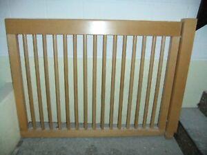 Kinder Treppen Sicherung Holz Gitter.