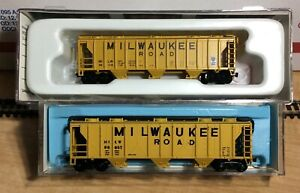 N SCALE ATLAS & CON-COR MILWAUKEE ROAD HOPPERS #98108 98657 MTL TRUCKS COUPLERS